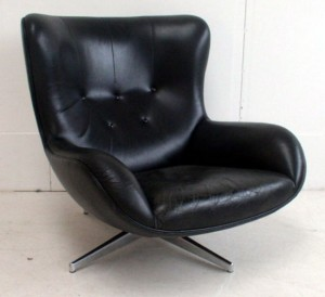 L493 Illum Wikkelsø Leather Club Chair
