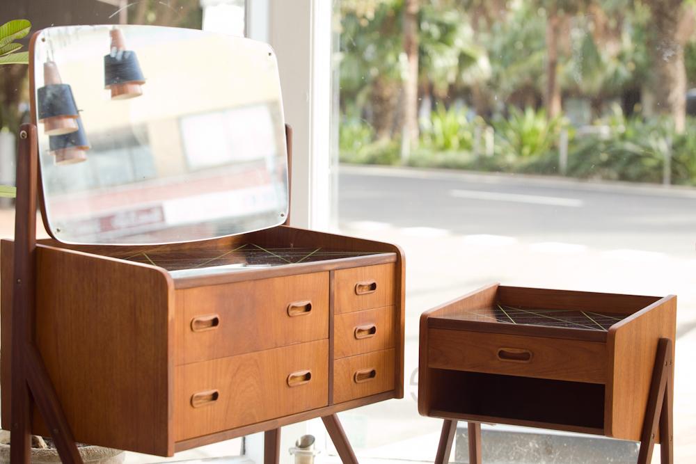 Teak dressing table and bedside table - Vampt Vintage Design
